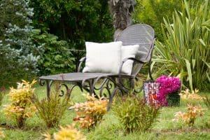 כסא בגינה