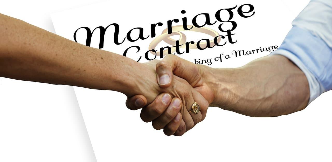 לחיצת יד על הסכם כתובה