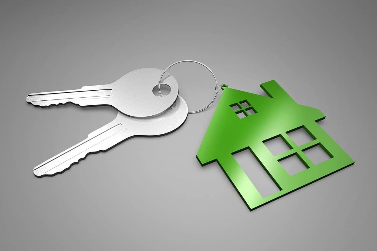 מחזיק מפתחות בצורת בית